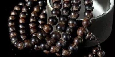 手串知识:沉香手串与沉香佛珠有什么区别?手串和佛珠的区别在于是否有佛塔